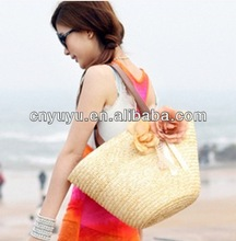 Semi structured straw shopping bag with flowers