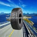 Carro e pneus de caminhão