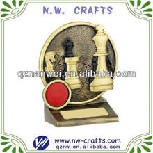 scacchi in resina trofei in oro antico e nero finitura colorata