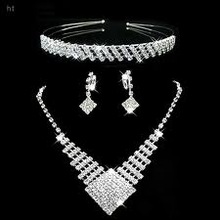 Jewelry set in white gold