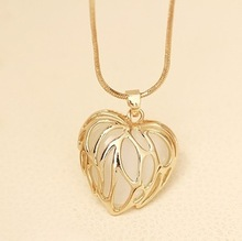 European and American fashion love Maple Leaf opal necklace
