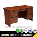 de altura de madera escritorio de oficina de color nogal stock de bienes