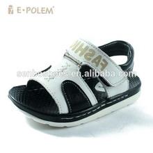 Suave de las sandalias de exportación excedente bebé zapatos a granel