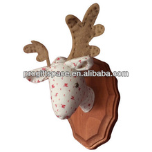 2014 hot sell Eco friendly felt Winter Lodge Decorations felt craft made in China