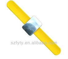 Hairdressing bracelet magnetic