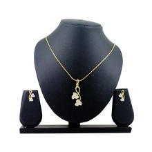 Spargz Floral Design Pendant Set In High Gold Finish AIPS 143