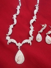 CRYSTAL JEWELLERY SET FOR WOMENS