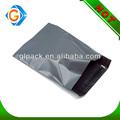 grauem kunststoff versandtasche für die Lieferung