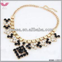 D14016 Unique combination of love pendantIris reticulate necklace