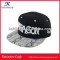 Personalizado de 5 paneles bordados nuevo complemento tapas de hip hop/sombreros de piel de serpiente con pico/tela con dibujos en blanco 5 panel de tapas snapback/sombreros