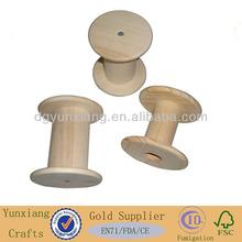 A cor natural da madeira spool, de madeira carretel de fio com vários tamanhos
