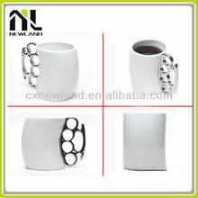Fist shape handle decorative white black ceramic mugs wholesale