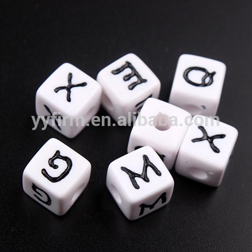 Toptan tıknaz boncuk, 12x12mm küp akrilik alfabe boncuk, mektup boncuk kuyumculuk