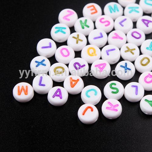 Toptan tıknaz boncuk, 4x7mm akrilik alfabe boncuk, karışık renkli mektup boncuk kuyumculuk