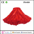 red pettiskirt beautiful girls em saias curtas