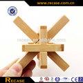 De China Natural hechos a mano de promoción de madera rompecabezas solución