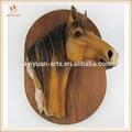 Duvara asılı atı plak, ahşap ve döküm reçine kafa
