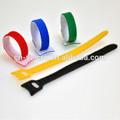 une enveloppe de couleur crochet et boucle velcro câble câble liens fil de fixation enveloppements