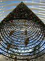 à l'intérieur un grand plafond suspendu boule de noël décoration