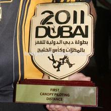 De los emiratos árabes unidos premios paracaidismo trofeo, Dubai paracaidismo campeón placas en madera
