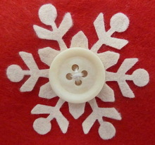 2015 New fashion hot sell handmade crafts cheap wholesale Christmas decorations white felt snowflake embellishments with button
