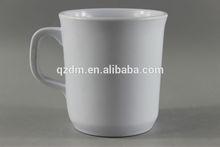 สีขาวเมลามีนแก้วและถ้วยกาแฟ
