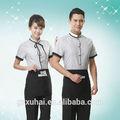 Clásico restaurante/hotel uniforme de camarero y camarera