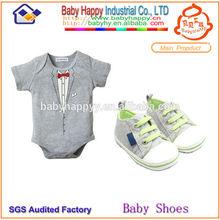 Não slip bebê prewalker sapatos e roupas