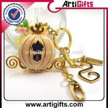 Newest fashion promotion pumpkin cart metal keychain key chain