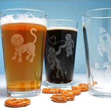 Customed logo beer drinking glass cups wholesale pint glasses plain tumbler etched logo glasses silicone pint glass