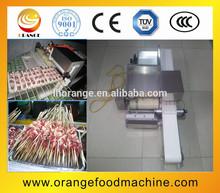 Melhor venda semi automática carne kebab espeto máquina/satay espeto máquina