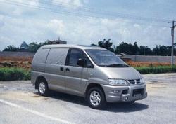 Dongfeng Luxurious Family Car Seven Seats MPV Q8