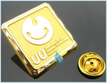 2014 metallic gold smiling face metal lapel pin sports souvenir