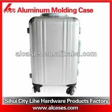alu luggage with plastic luggage tag