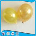 vários tipos de balões metálicos
