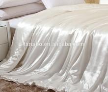 Satin polyester quilt