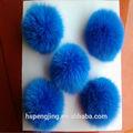 joli pompon fourrure de renard bleu