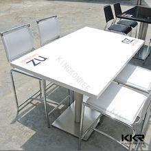 Custom design commercial de table en pierre avec logo de l'entreprise/restaurant. table à manger avec le prix bon marché