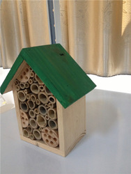BSCI factory nature wooden insect house,bee house with stick,ladybird hotel,Natura Redcedar Insect Hotel