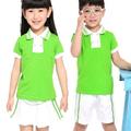 o elegante uniforme escolar das crianças