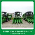เครื่องจักรกลการเกษตรรถแทรกเตอร์ที่ติดตั้งอยู่ข้าวโพดที่เก็บเกี่ยวขายส่ง