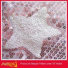 Lentejuelas telas de encaje venta al por mayor de China fabricante galvanizado decorativo alambre de púas de esgrima