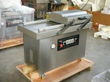 Semi-automatic vacuum packaging machine for smoked fish