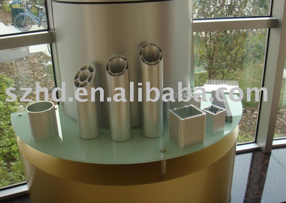Varios tipos de perfiles de aluminio y disipadores de calor