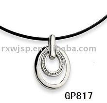 delle donne che abbracciano gemme pendente in acciaio inox