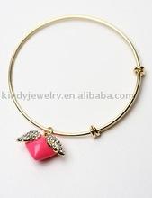 enamel heart swing charm promotional bangle bracelet