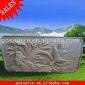Relief en pierre avec fleur sculpture