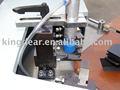 Alumbre ventanas de la máquina- la esquina de la máquina que prensa