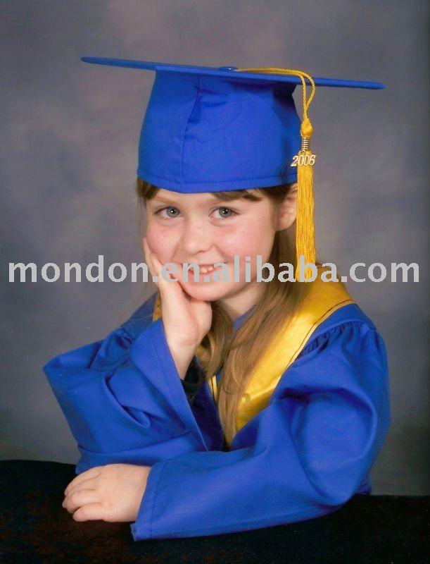 /primaria elemental de la escuela vestido de graduación de- de la escuela primaria vestido de graduación& cap- brillante