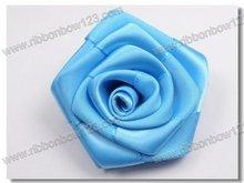 blue roses as wedding car decoration